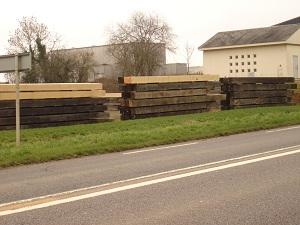 Poutres chêne sections de 250 mm X 250 mm à 500 mm X 500 mm - Longueur jusqu'à 12 mètres.
